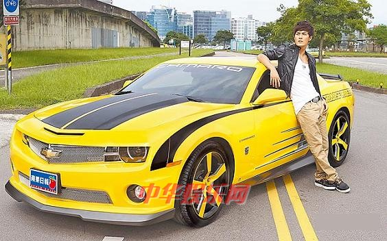 价值3百万元的chevrolet(雪佛兰)大黄蜂跑车,这部因   电影   高清图片