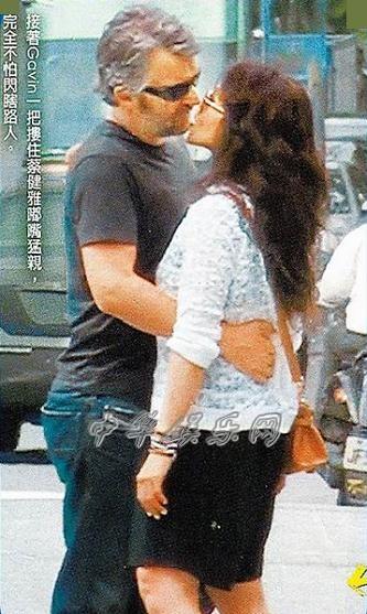 37岁蔡健雅和老外男友GavinLurssen当街喇舌被拍到(图)