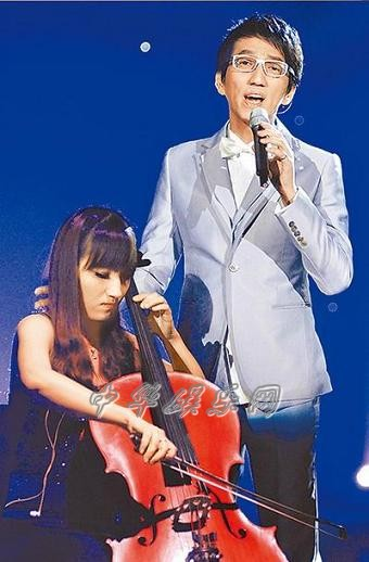 林志炫凭《你的眼神》再度夺冠彭佳慧带护嗓药参战(图)