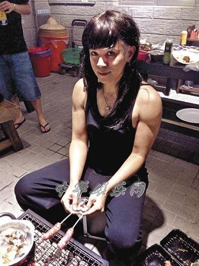 罗志祥/罗志祥扮美女,但配上壮硕的肌肉,就像金刚芭比