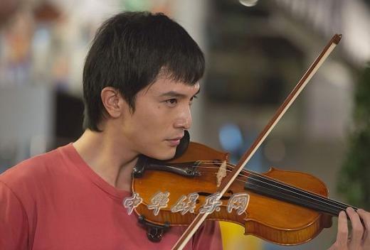 邱泽为《加油!男孩》苦练小提琴手指流血也不找替身(图)