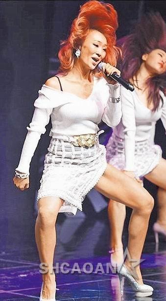 SISTAR孝琳被拍到丑照很沮丧EXO新专辑下单网站爆量瘫痪(图)