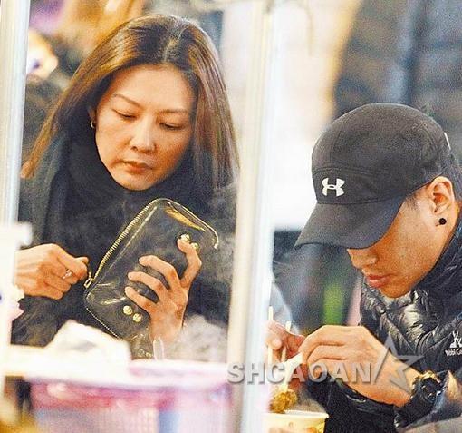何润东36岁女友Peggy原是柜姐现在网上卖饰品已交往8年(图)