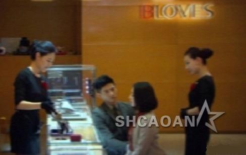 刘诗诗和男友挑婚戒被拍到吴奇隆《你正常吗》遭陈嘉桦调戏