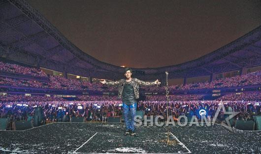 周杰伦《魔天伦2》沸腾上海首度演唱《听见下雨的声音》(图)