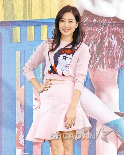 黄丽玲签唱会意外摔倒拒透露《我是歌手3》赛果(图)