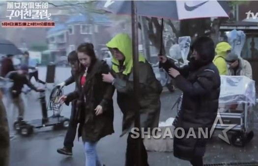 running bigbang下_BIGBANG权志龙跳疯被项链砸出血 T.O.P旧照撞脸李书俊(图) - 中华娱乐网