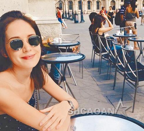 阮經天被拍到巴黎街頭喝咖啡 許瑋寧同在巴黎不吃回頭草(圖)