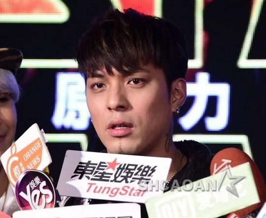 MP嘎嘎(潘俊佳)被爆包身边装扮师、舞者、小模、粉丝邑不放度过(图)