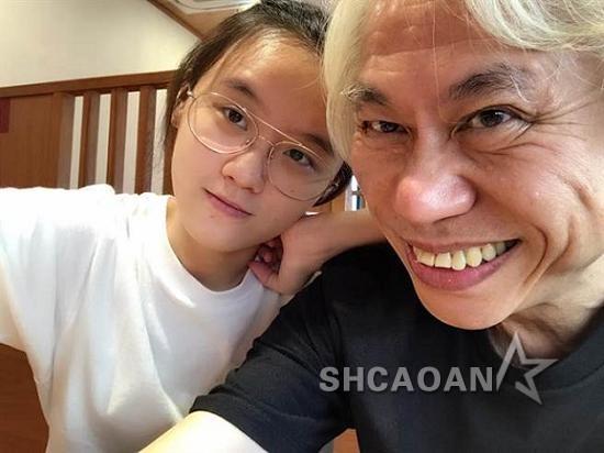 李坤城被爆劈腿小20岁女友当年原要追林靖恩的姐姐未果(图)
