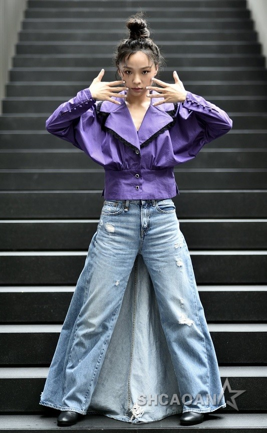 余佩真新歌《内裤的颜色》爆呻吟声伴唱有在磨蹭的感觉(图)
