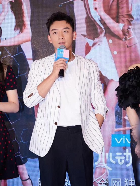 """《心动的信号2》发布会郑恺被赞""""懂很多""""成新任""""爱情柯南"""""""