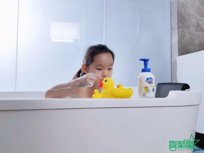 喜聚星旗下签约艺人马陈沐言受邀参与舒肤佳沐浴液广告拍摄