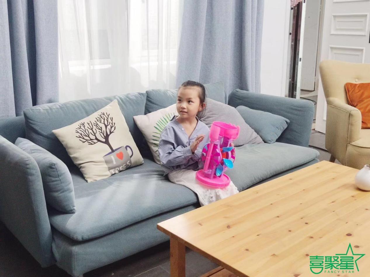 喜聚星旗下签约艺人崔晨曦受邀参与居家收纳盒品牌广告拍摄