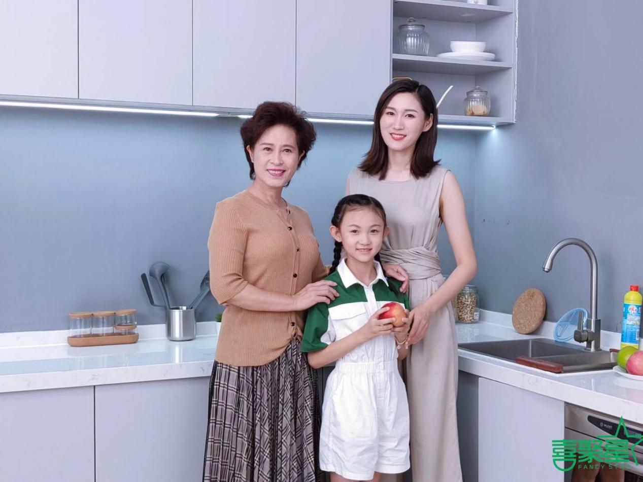 喜聚星旗下签约艺人刘晨茜受邀参与康宁品牌分体果蔬净化机广告拍摄