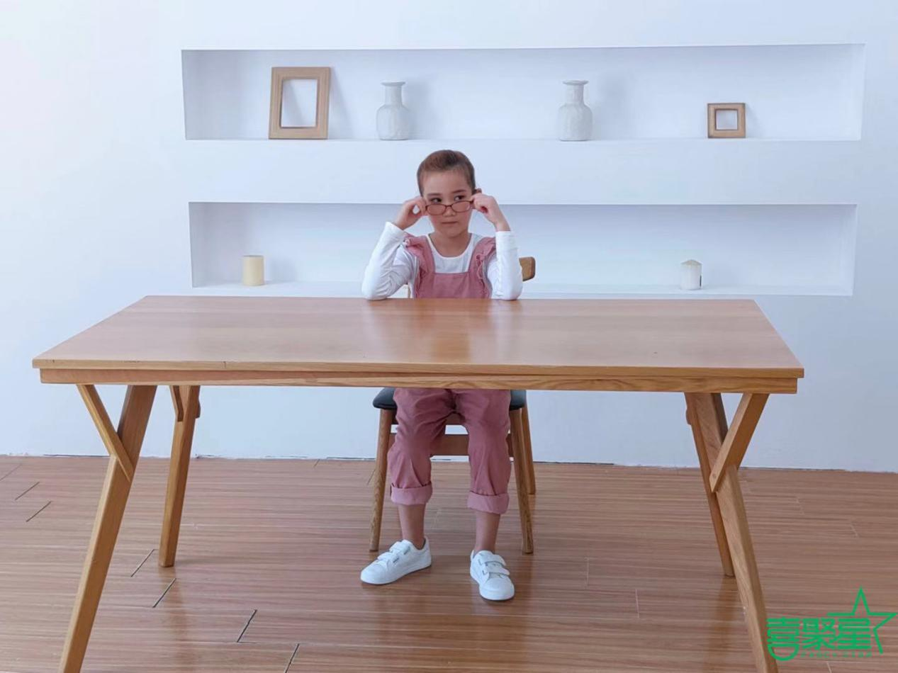 喜聚星旗下签约艺人李雨萱受邀参与京东自营品牌儿童护目镜广告拍摄