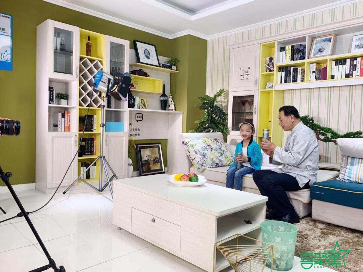 喜聚星旗下签约艺人熊伊桐受邀参与金贵银品牌保温杯广告拍摄