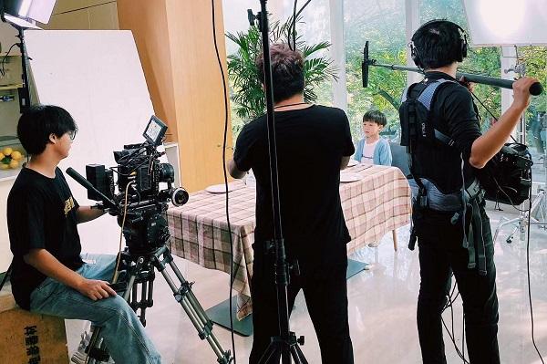 喜聚星旗下签约儿童艺人侯雨彤、吴培郡受邀参与方太电器品牌广告拍摄