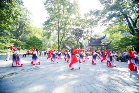 """共舞《我和我的祖国》""""舞比快乐""""庆祝新中国成立70周年"""
