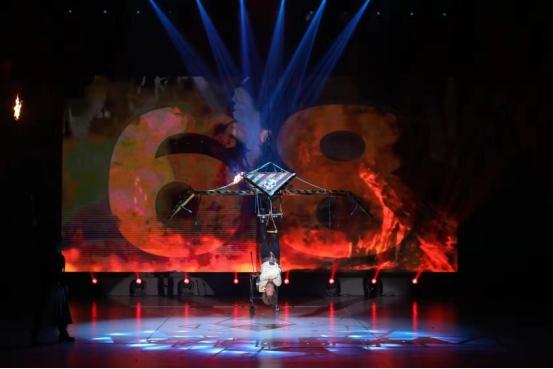 深圳欢乐谷国际魔术节高潮迭起W型水花过山车开放迎来客流高峰