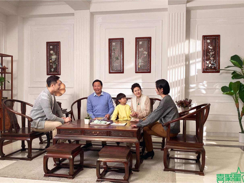 喜聚星旗下签约艺人吴培郡受邀参与红木家具套组广告拍摄