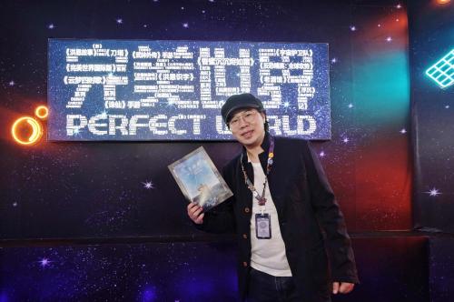 """卢庚戌探店完美世界""""V-PERFECT""""密室快闪神秘任务揭晓"""