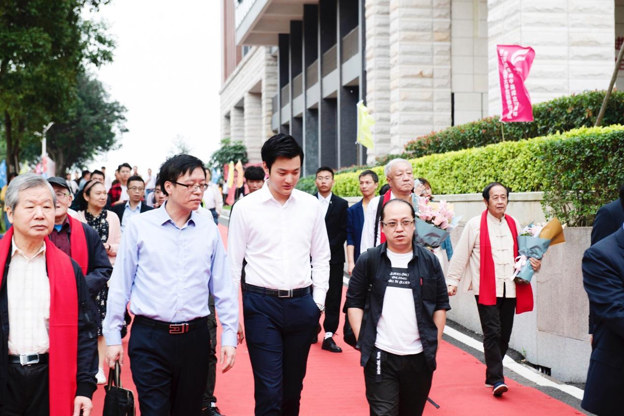 昕影影业总裁杨刚先生担任第二届大学生影像作品展颁奖嘉宾