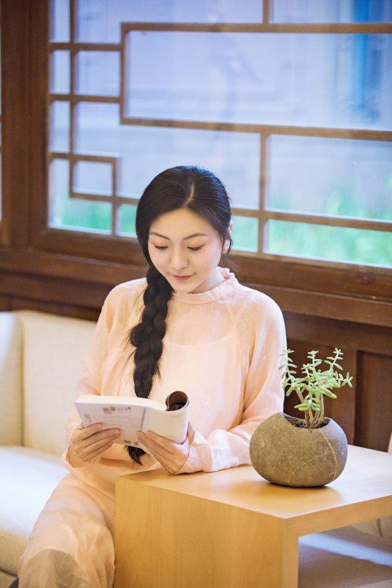 国风歌者刘珂矣『读・秋』主题写真曝光