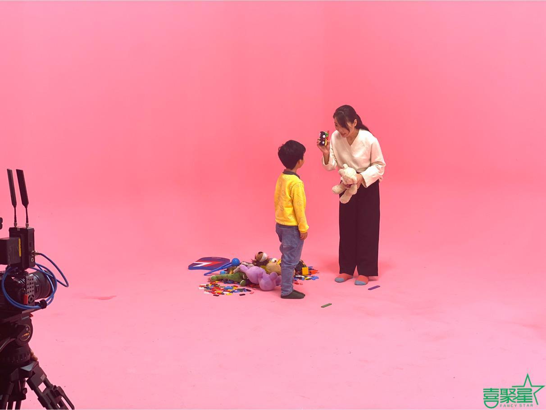 喜聚星旗下签约艺人沈依阳、熊伊桐受邀参与央视教育广告拍摄
