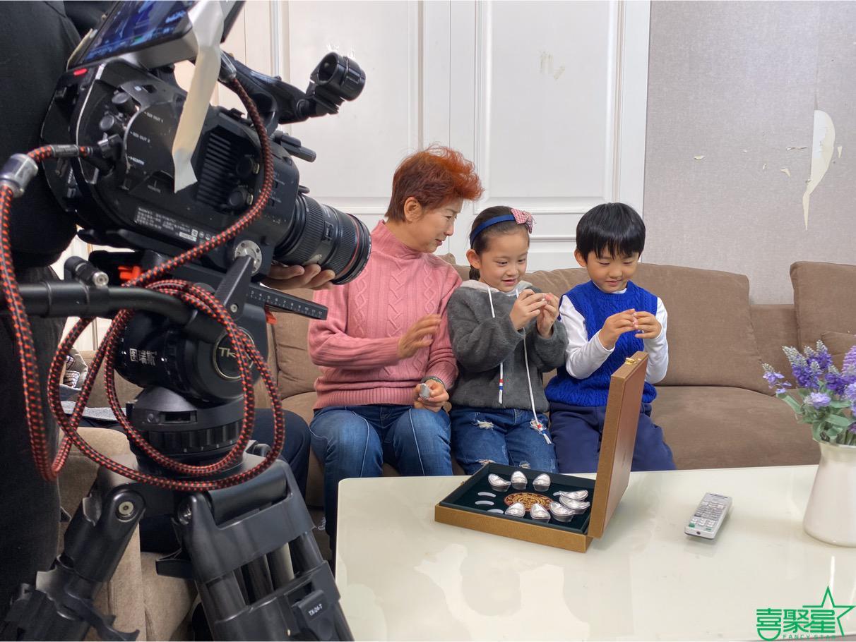 喜聚星旗下签约艺人沈依阳、王霈瑶受邀参与罗永辉十二生肖银元宝广告拍摄