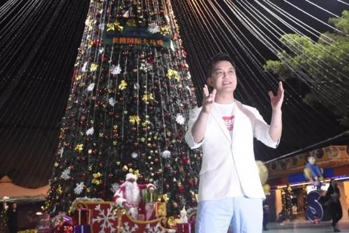 """""""村长""""李锐再度现身长隆,化身圣诞老人开启""""马戏奇幻圣诞月"""""""