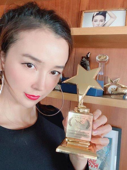 """""""龙女郎""""姚星彤演技被赞《毕业的我们》获最佳女演员钻石奖"""