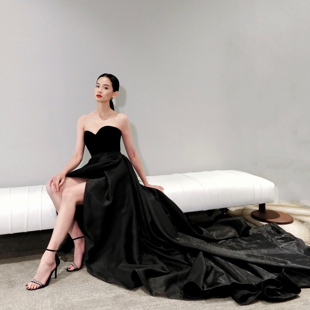 屈菁菁穿着STELLA LUNA高跟鞋出席澳洲电影学院颁奖活动优雅从容