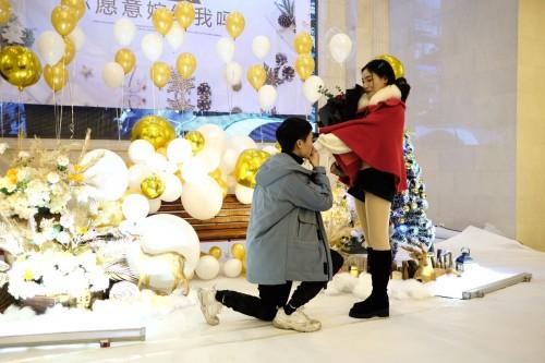 圣诞最浪漫求婚:DR钻戒真爱体验机抽到真钻,武汉教堂上演高调求婚