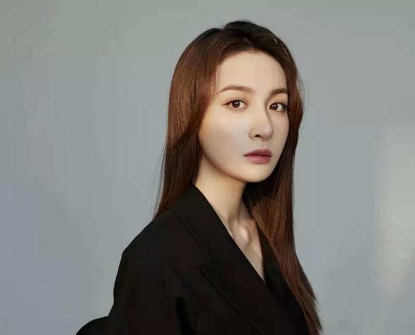 【星专访】隆妮|优雅王妃冷艳御姐演艺路上的无限可能