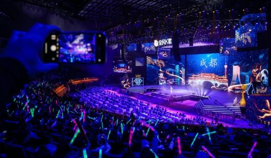 杨钰莹、宝石Gem与全民K歌人气主播共同献唱年度盛典