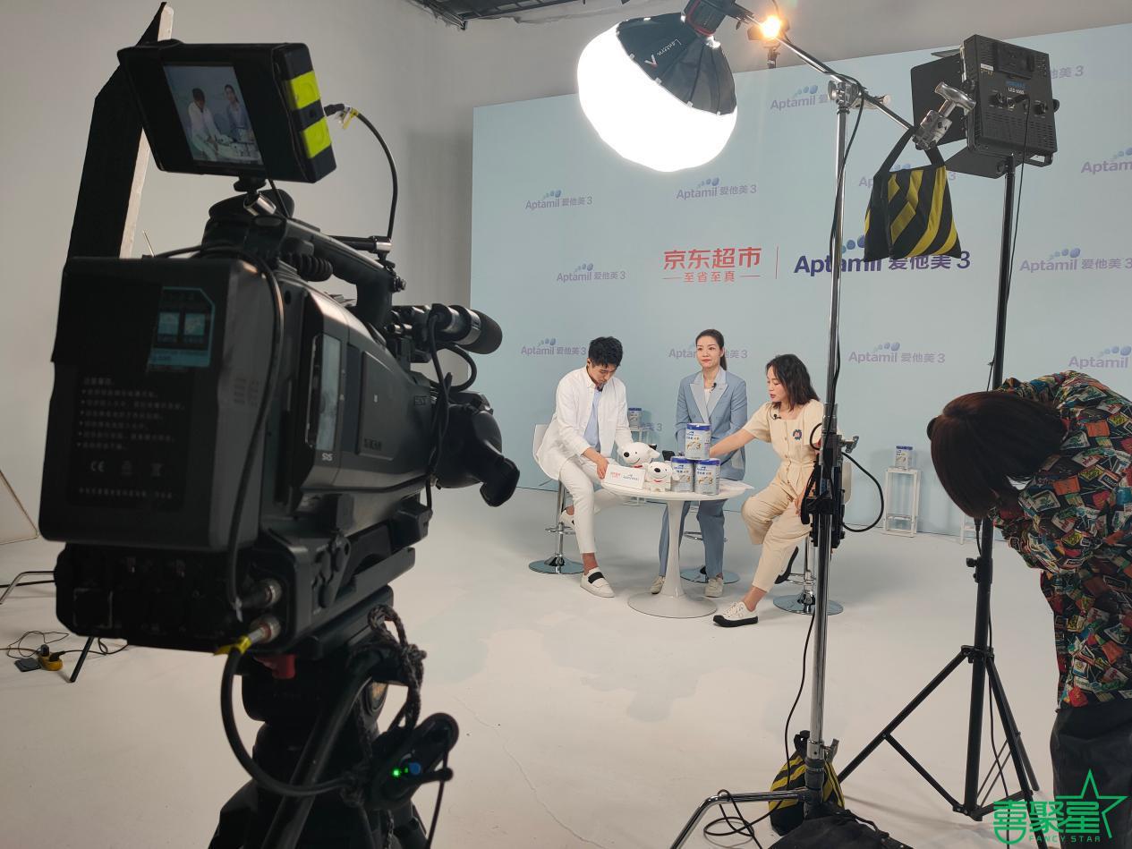 喜聚星旗下签约艺人孙锐轩搭档网球世界冠军李娜参与爱他美品牌广告拍摄