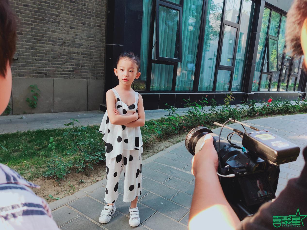喜聚星旗下签约艺人吴培郡、郝艾金百变风格参与大片拍摄