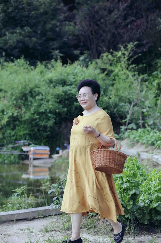 《婆婆和妈妈》秦昊伊能静带妈妈享受田园生活婆媳池塘钓鱼趣味十足