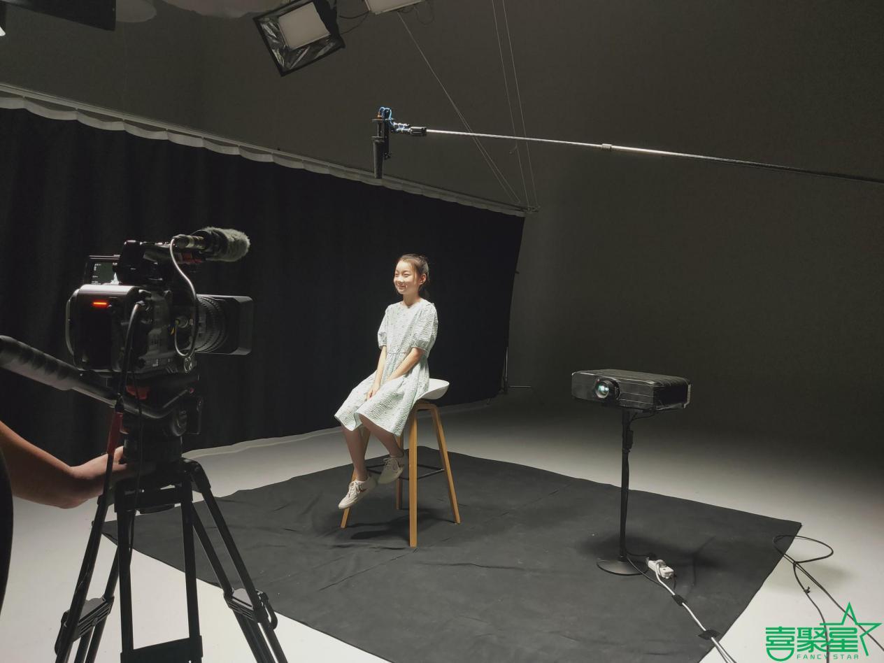 喜聚星旗下签约儿童演员贺梦洁受邀参与新东方广告拍摄