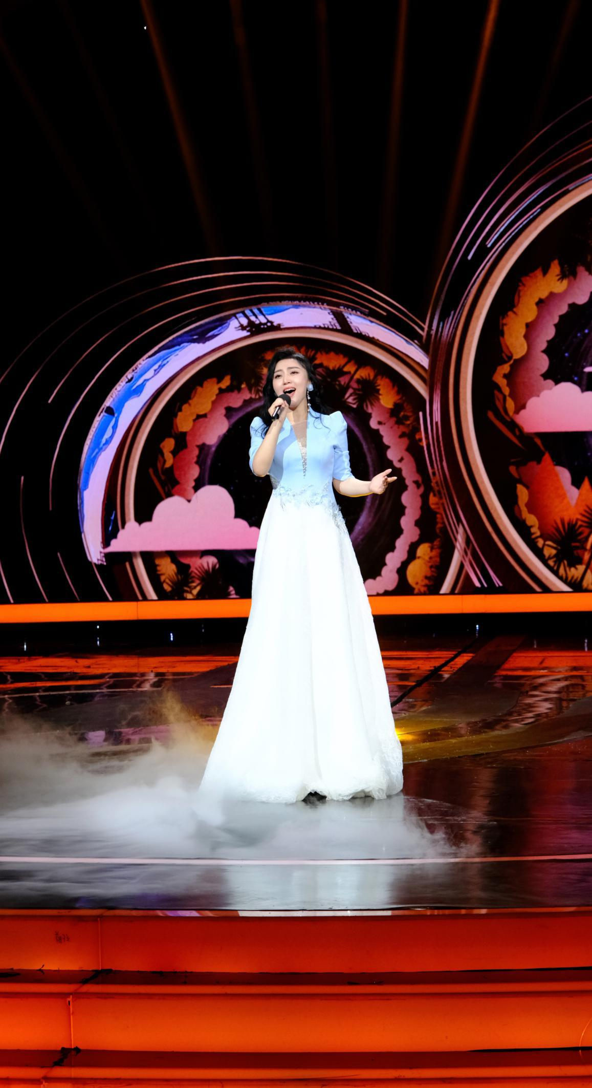 青年歌唱家钟亚华参加CCTV-3综艺节目演唱《牵手》