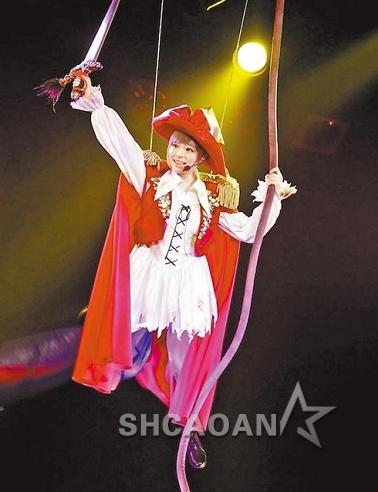 卡莉怪妞秀新歌《梦想起跑~铃~铃》AKB48板野友美毕业敢说(图)