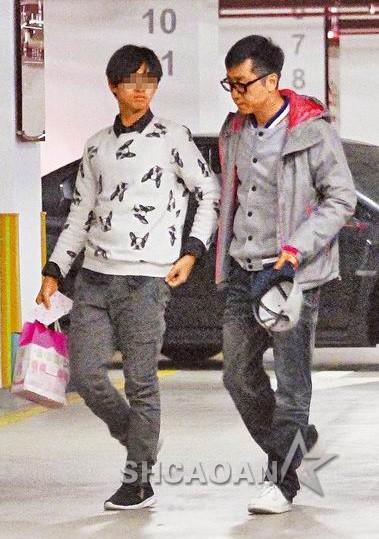 庾澄庆去伊能静家隔空接13岁小哈利父子俩一般高像亲兄弟(图)
